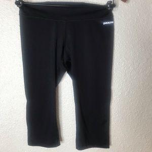 Patagonia black workout capris size S